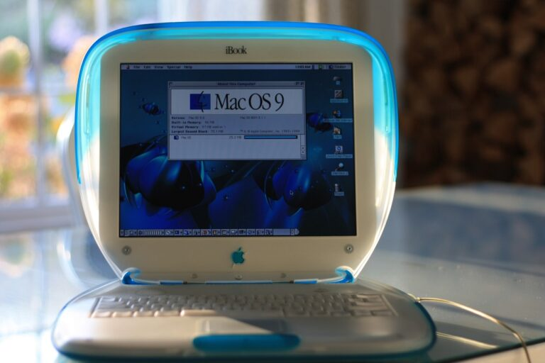 Ibook the First Laptop with Wifi